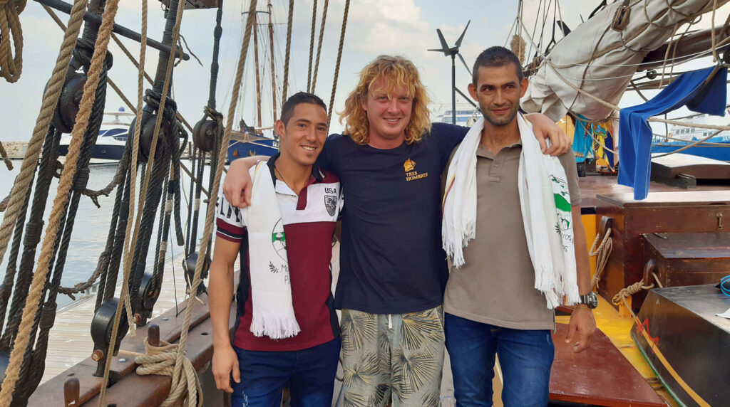 Hugo and Guillermo with the cpatain of the sailing boat Tres Hombres